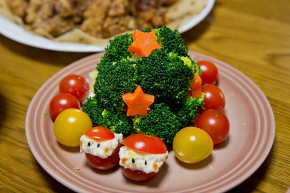 クリスマスツリーサラダ&ミニサンタ