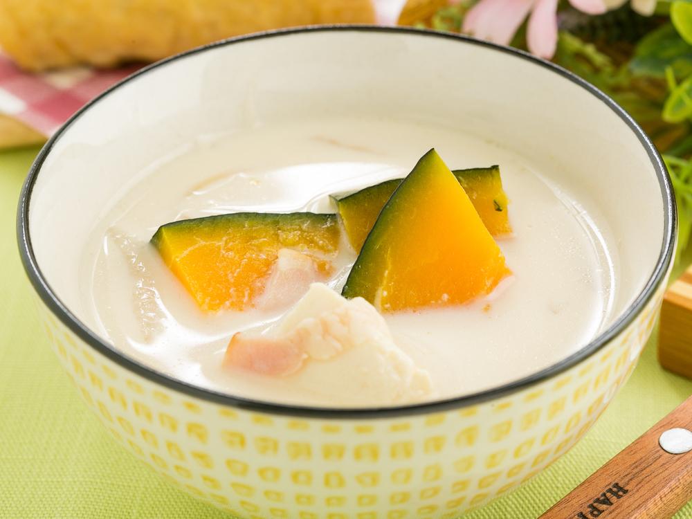 かぼちゃと豆腐の豆乳味噌汁