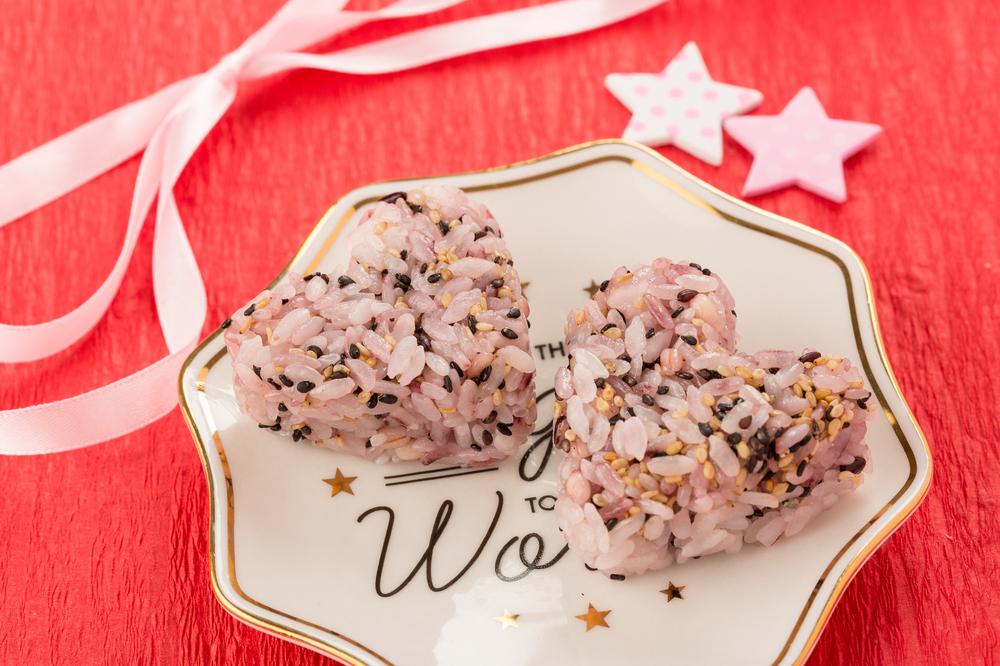 雑穀米でピンクごはん