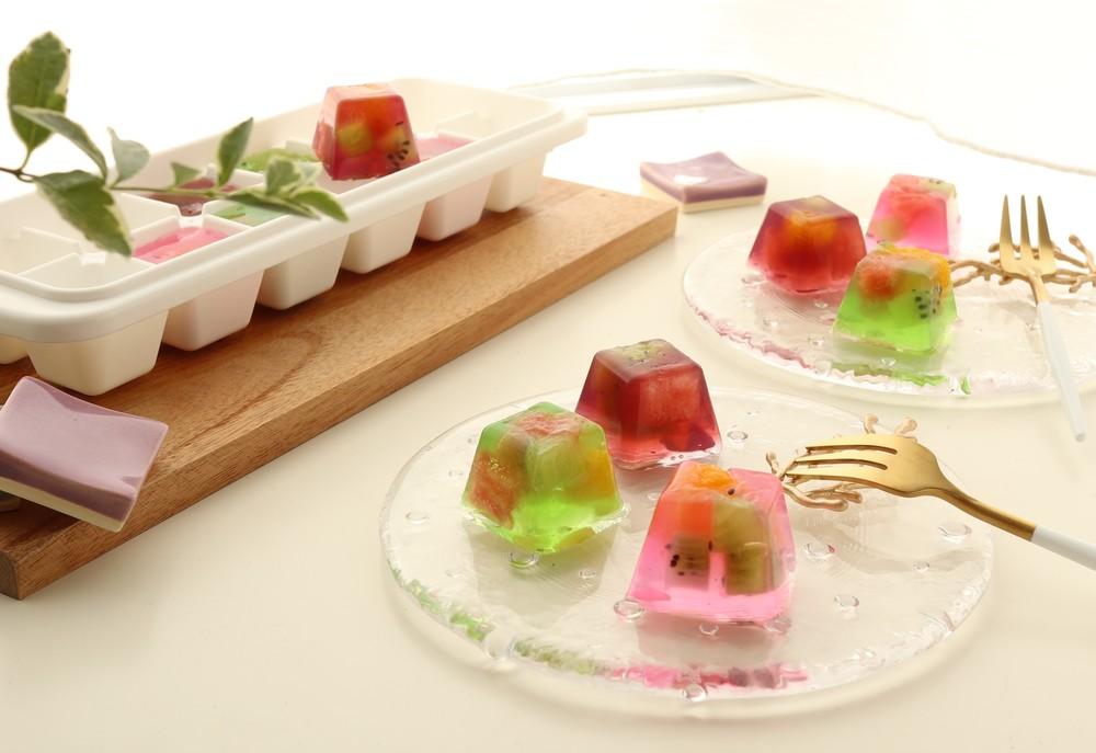 製氷皿でつくる「カラフル寒天フルーツゼリー」