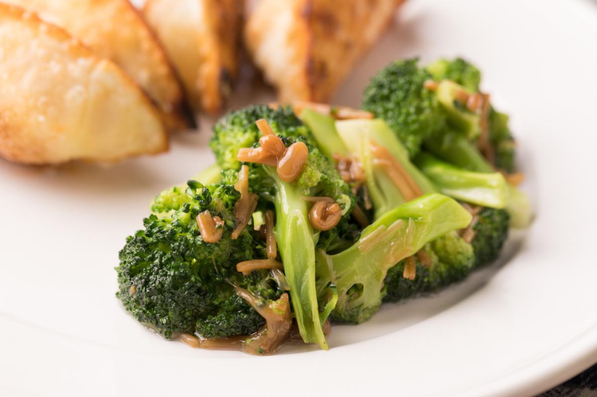 ブロッコリーのアヒージョ風サラダ