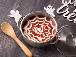 クモの巣風トマトスープ