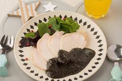 鶏ハム黒ごまソース