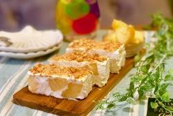 ごろっと桃のチーズアイスケーキ