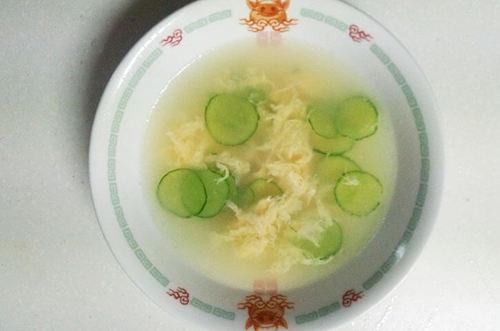 キュウリと玉子のスープ