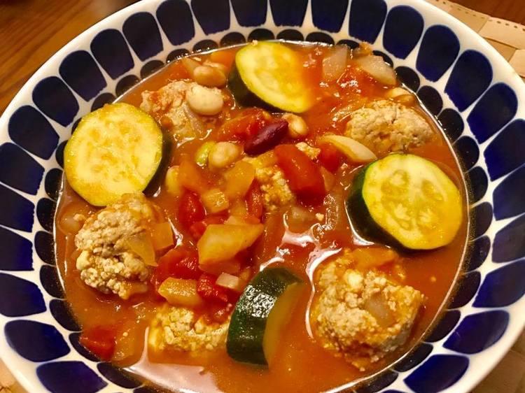 豆腐でヘルシー♡鶏団子のトマト煮込み